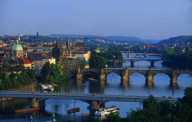 Узнаем много интересного о столице 100 башен, пивоваров и алхимиков