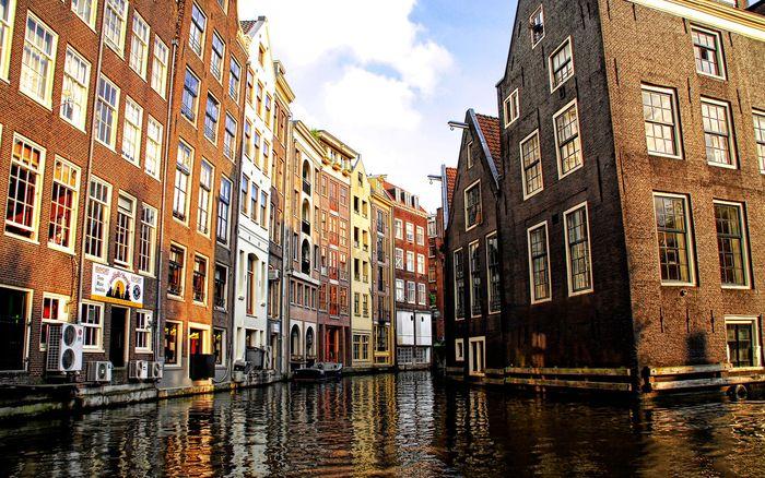 Venetian-Canals-in-Amsterdam_stuckincustoms_ncsa_display